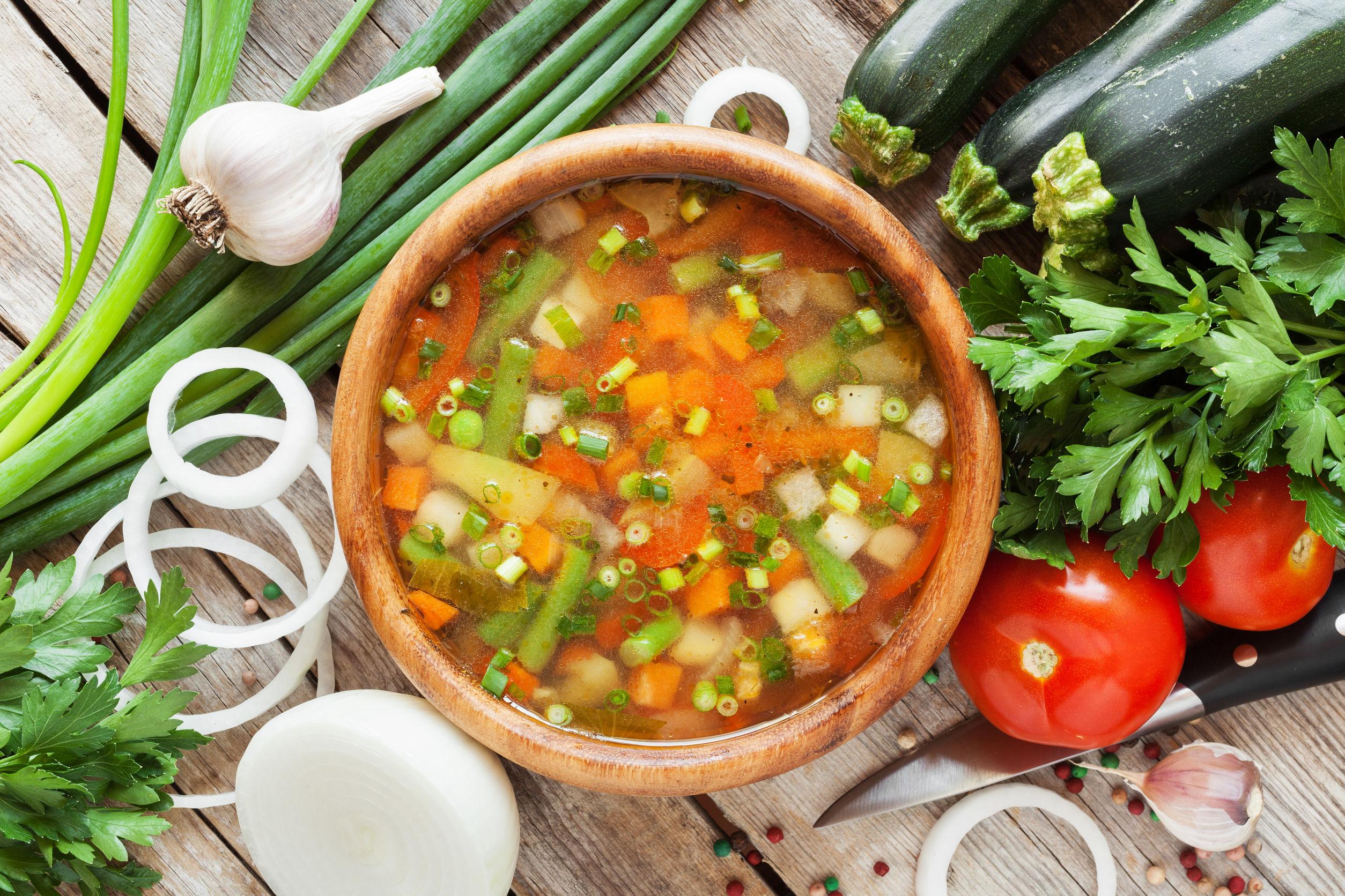 Erfrischende Gemüsesuppe